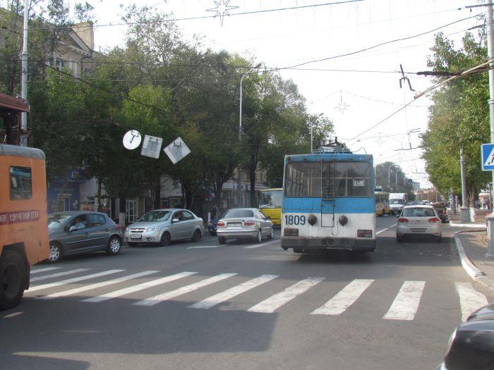 В центре Мариуполя парализовано движение: стоят троллейбусы (ФОТО), фото-6