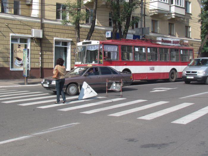 В центре Мариуполя парализовано движение: стоят троллейбусы (ФОТО), фото-4