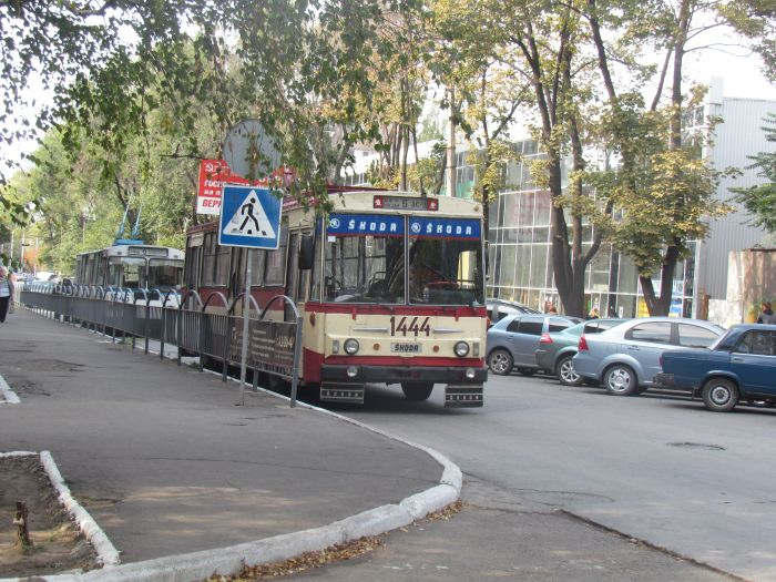 В центре Мариуполя парализовано движение: стоят троллейбусы (ФОТО), фото-11