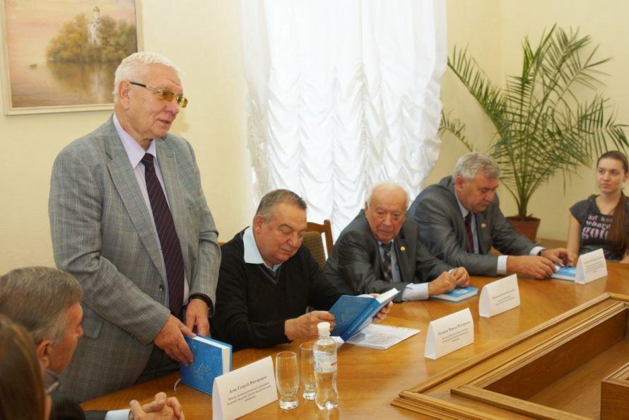 В Днепропетровске презентовали книгу о светилах отечественной науки, фото-2