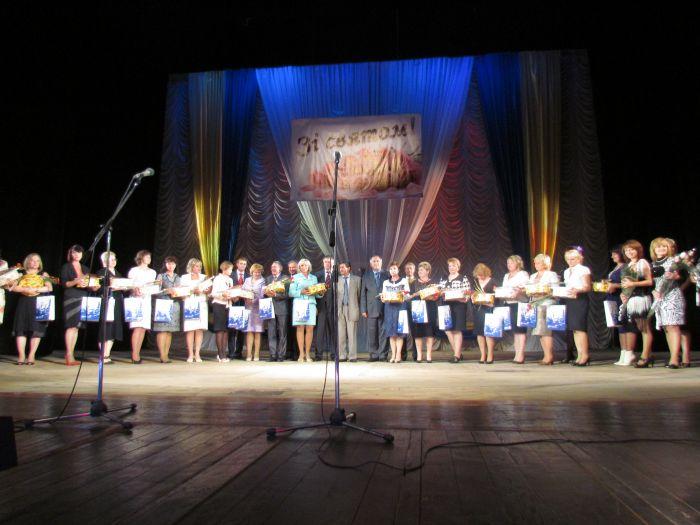 В Мариуполе чествовали педагогов (Фоторепортаж) , фото-11
