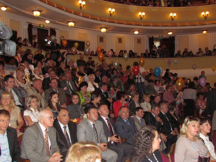 В Мариуполе чествовали педагогов (Фоторепортаж) , фото-4