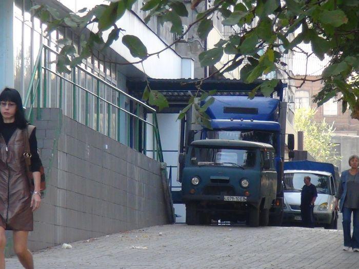 В центре Мариуполя фура разнесла светофор (ФОТО), фото-8