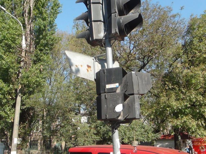 В центре Мариуполя фура разнесла светофор (ФОТО), фото-5