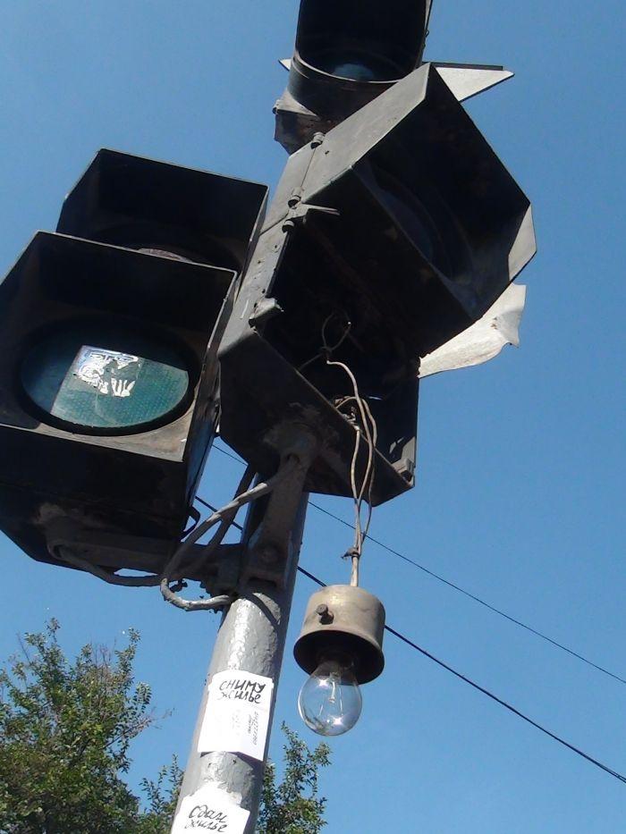 В центре Мариуполя фура разнесла светофор (ФОТО), фото-3