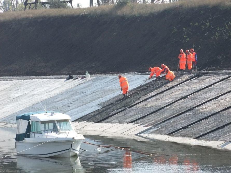 В Донецкой области ремонтируют канал питьевой воды, чтобы она не «орошала камыши и кустарники» (фото) - фото 6