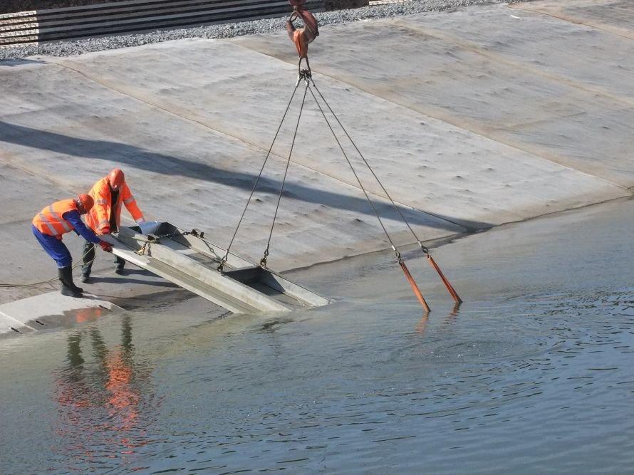 В Донецкой области ремонтируют канал питьевой воды, чтобы она не «орошала камыши и кустарники» (фото) - фото 2