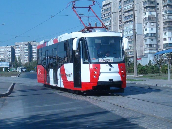 В  Мариуполе обкатывают новенький трамвай, подаренный городу «Метинвестом» (Фотофакт), фото-4