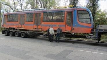 В  Мариуполе обкатывают новенький трамвай, подаренный городу «Метинвестом» (Фотофакт), фото-5
