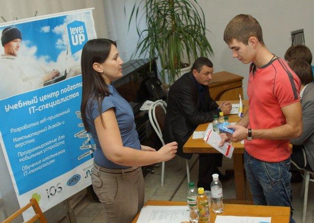В днепропетровском дворце компании-лидеры выбирали студентов и выпускников (ФОТО), фото-1