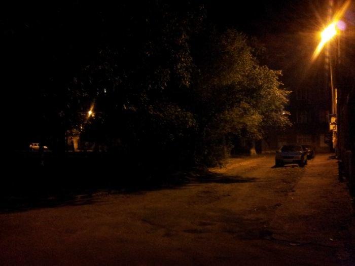 В Мариуполе всем миром осветили  уютный дворик в центре (ФОТО), фото-2