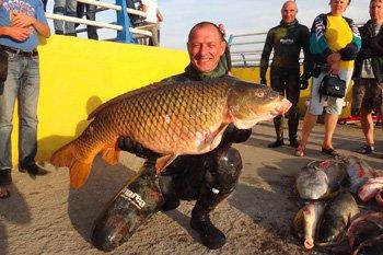 Криворожский рыбак поймал 18-килограммового сазана, фото-1