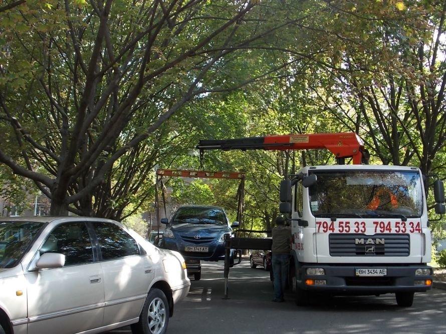На большом фонтане гигантские пробки и эвакуаторы: Азаров едет давать интервью ФОТО, фото-1