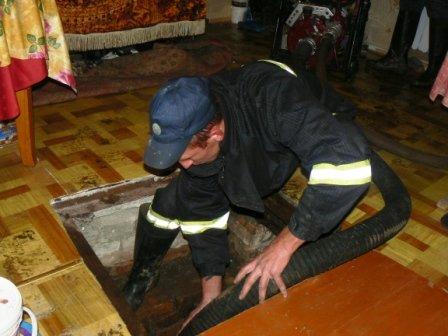 Все кто мог спасали Кировоград. Отдельное спасибо МЧС, фото-1