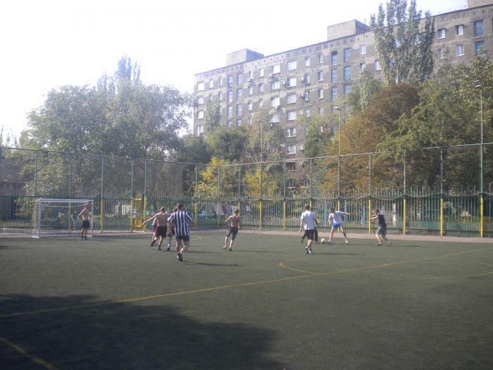 В Мариуполе сложные подростки получили «разрядку» на футбольном поле (ФОТО), фото-1