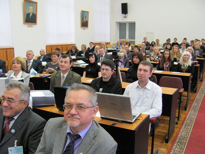 В Днепропетровске светила науки разбираются с политэкономией (ФОТО), фото-2