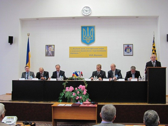 В Днепропетровске светила науки разбираются с политэкономией (ФОТО), фото-3