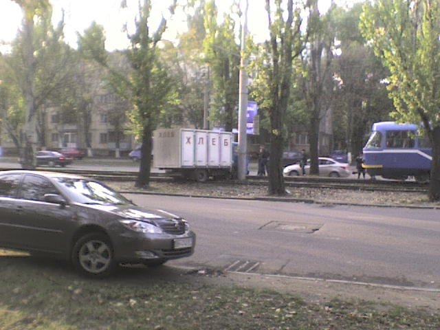 На одесских Черемушках хлебовозка пыталась перелететь трамвайные пути (Фото), фото-1