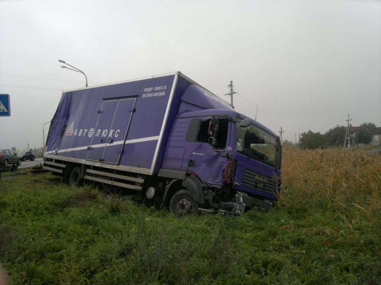 В Днепропетровске маршрутка столкнулась с грузовиком. Полдюжины людей травмированы (ФОТО), фото-2