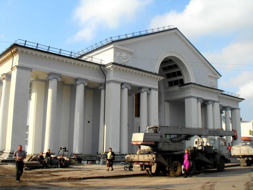 В Кривом Роге не успели отремонтировать театр в срок: работа все еще кипит (ФОТО), фото-11