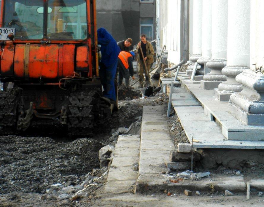 В Кривом Роге не успели отремонтировать театр в срок: работа все еще кипит (ФОТО), фото-3