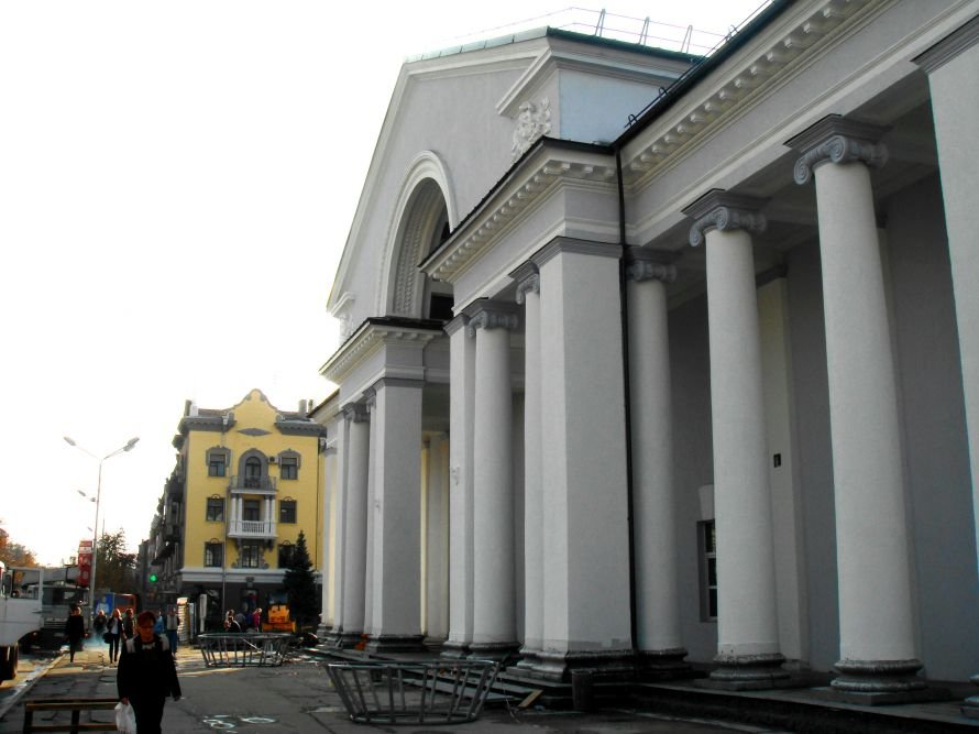 В Кривом Роге не успели отремонтировать театр в срок: работа все еще кипит (ФОТО), фото-8