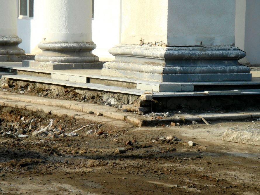 В Кривом Роге не успели отремонтировать театр в срок: работа все еще кипит (ФОТО), фото-12