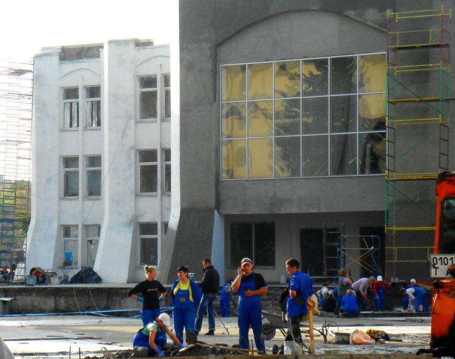 В Кривом Роге не успели отремонтировать театр в срок: работа все еще кипит (ФОТО), фото-14