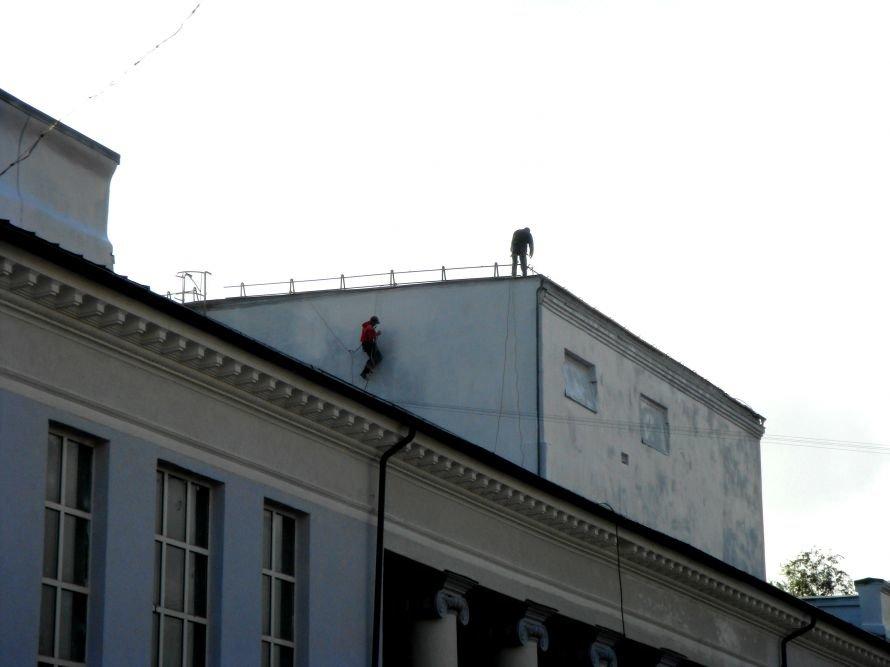 В Кривом Роге не успели отремонтировать театр в срок: работа все еще кипит (ФОТО), фото-1