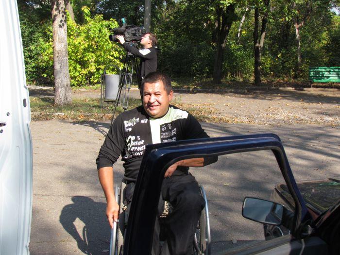 В Мариуполе губернаторский автопробег встретили батоном (ФОТО), фото-3