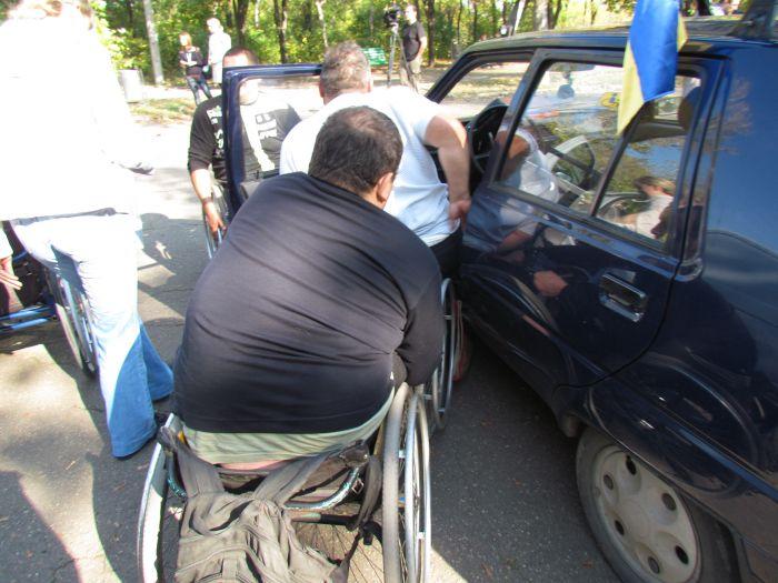 В Мариуполе губернаторский автопробег встретили батоном (ФОТО), фото-2