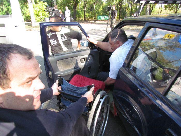 В Мариуполе губернаторский автопробег встретили батоном (ФОТО), фото-11