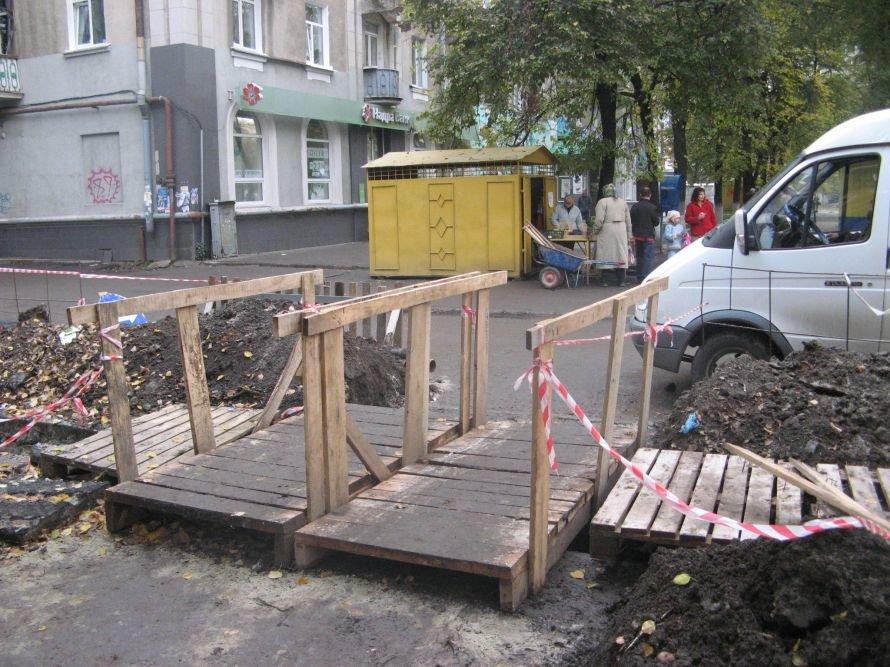 На проспекте Шевченка в Сумах наконец-то оградили траншеи, фото-1