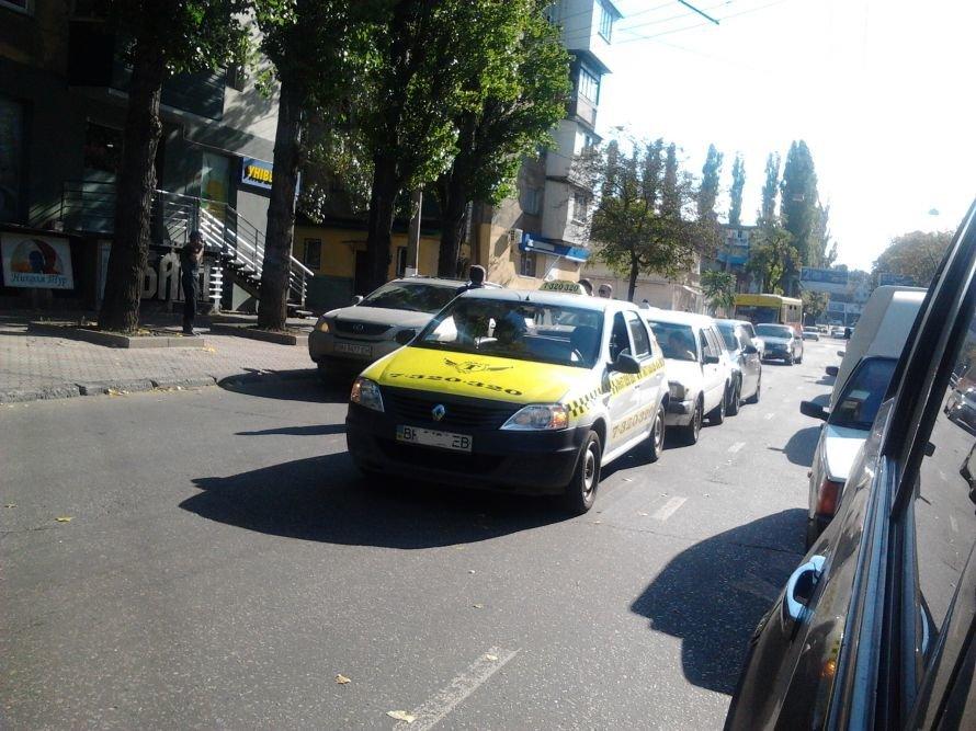 Среднефонтанская глохнет в пробке из-за трех водителей, собравших «паровоз» (Фото), фото-1