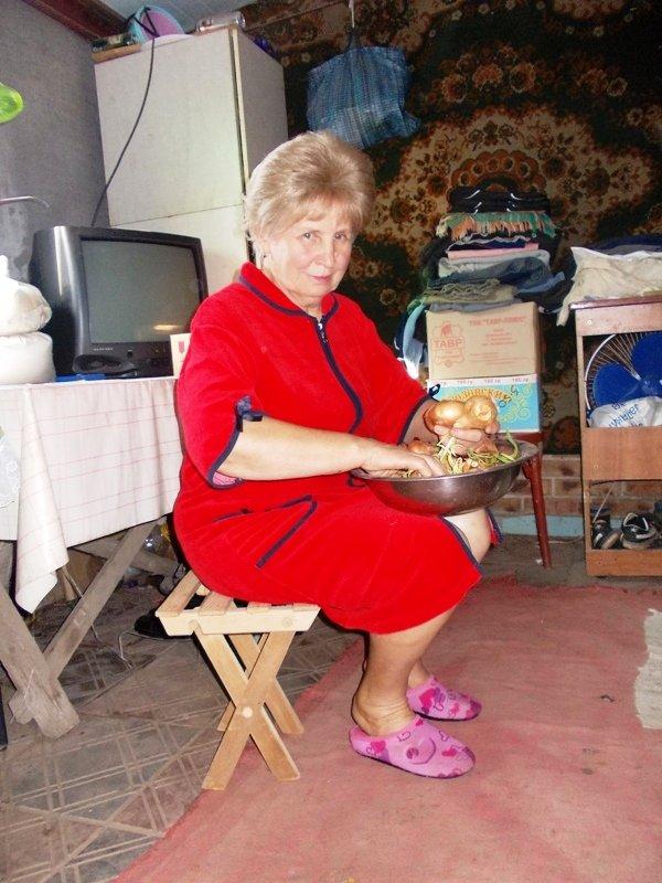 Этот стульчик для бабушки тоже смастерил Максим