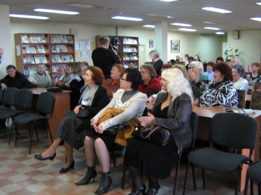 Преданные фанаты кировоградских актеров посвятили им выставку, фото-2