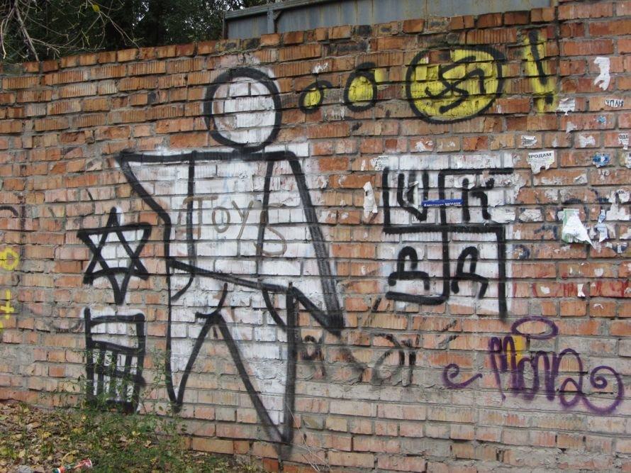 В Днепропетровске неонацисты бросили вызов правоохранителям, христианам и еврейской общине (ФОТОФАКТ), фото-1