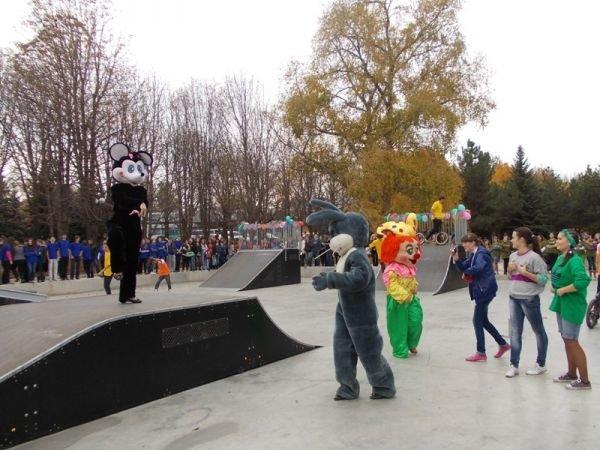 На торжественном открытии артемовского скейт-парка «Крутые виражи» благоустройство объекта обещали закончить весной, фото-9