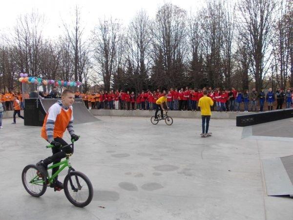 На торжественном открытии артемовского скейт-парка «Крутые виражи» благоустройство объекта обещали закончить весной, фото-8