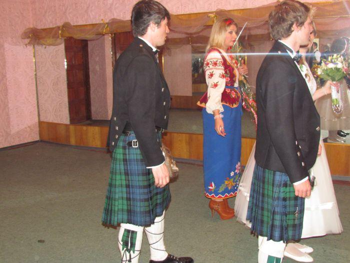 В мариупольском дворце бракосочетания сегодня изучали особенности национального шотландского костюма (ФОТО), фото-3