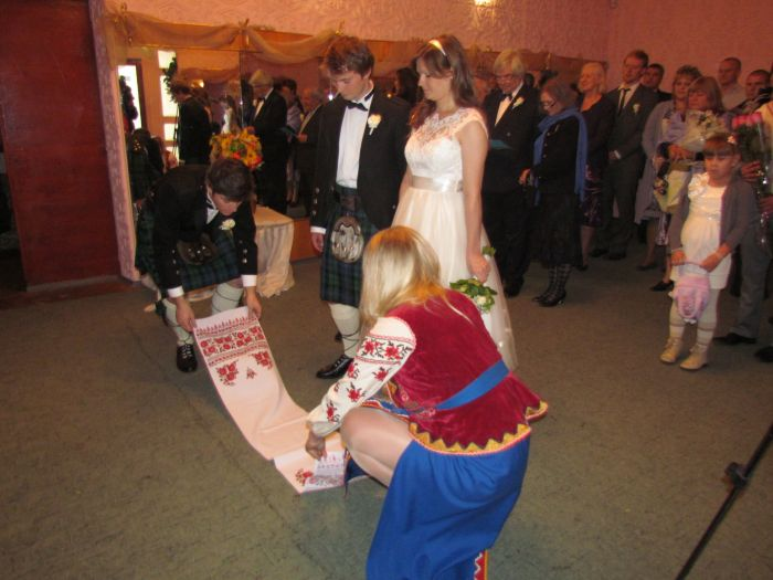 В мариупольском дворце бракосочетания сегодня изучали особенности национального шотландского костюма (ФОТО), фото-1