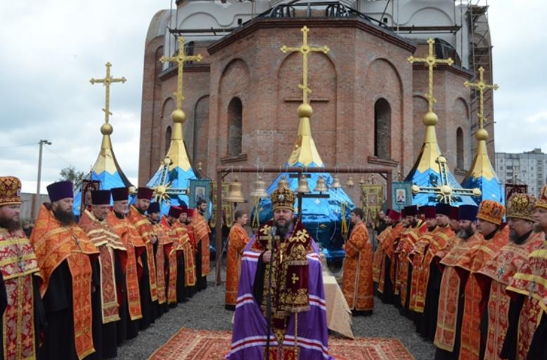 В Кривом Роге владыка Ефрем освятил кресты и купола нового храма (ФОТО), фото-1