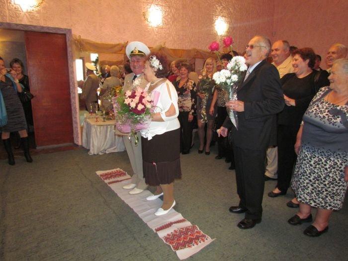В Мариуполе  через полвека супруги Берестовые ступили на рушник и надели обручальные кольца (ФОТО), фото-1