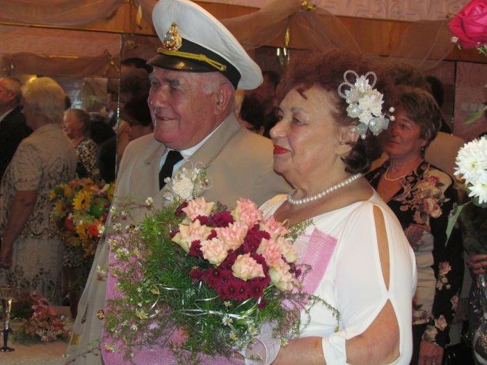 В Мариуполе  через полвека супруги Берестовые ступили на рушник и надели обручальные кольца (ФОТО), фото-5