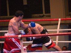 Мариупольский боксер Александр Гуров  на первых минутах  расправился с бразильцем, фото-1