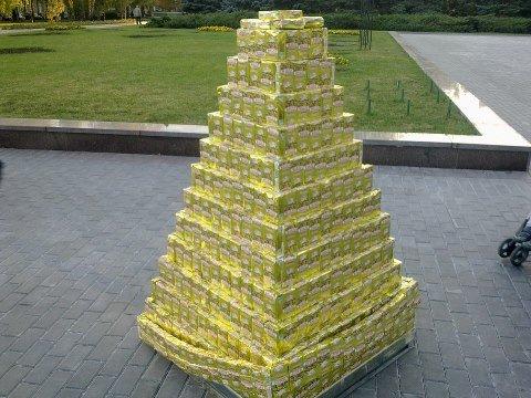 Мариупольский производитель привез в Донецк «золотую пирамиду» (Фотофакт), фото-1