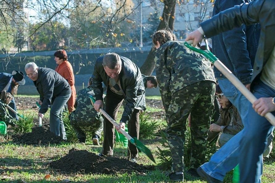 С легкой руки благотворительного сообщества в Кривом Роге вырастет красный дуб (ФОТО), фото-1