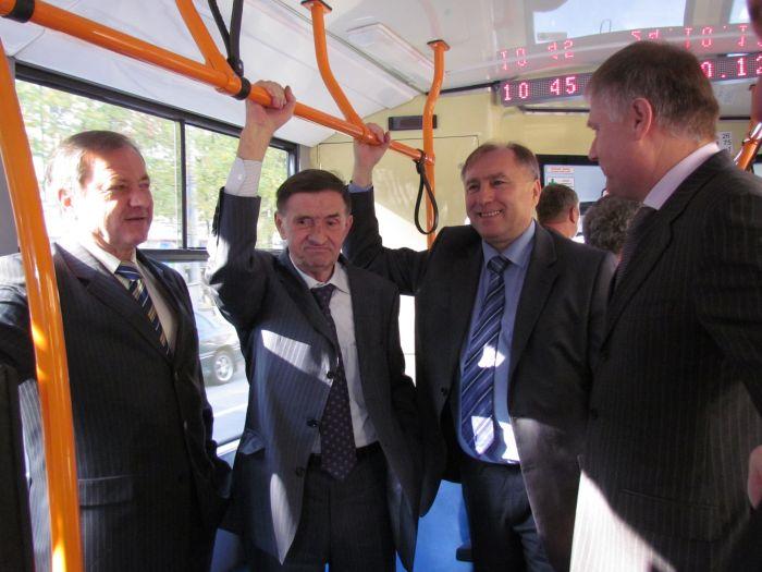В Мариуполе презентовали 4 новеньких белорусских троллейбуса (ФОТО), фото-1