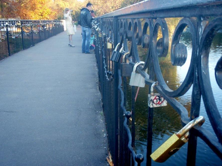 Безопасны ли замочки, которые влюбленные вешают на мосту в парке им. газеты «Правда» в Кривом Роге? (ФОТО), фото-5