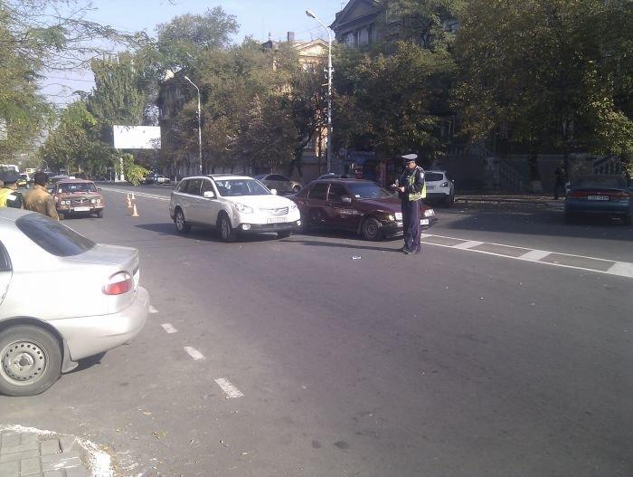 В Мариуполе  автомобилисты «догоняли» друг друга (Фотофакт), фото-3